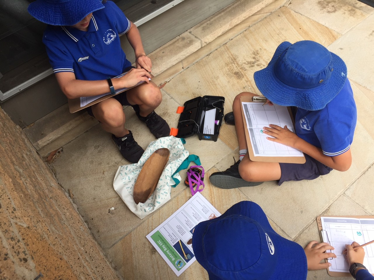 students find Aboriginal tools